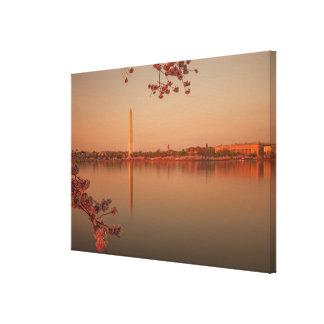 日没のワシントン記念塔の桜 キャンバスプリント