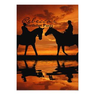 日没の乗馬のカウボーイ カード