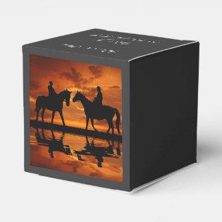 日没の乗馬のカウボーイ フェイバーボックス