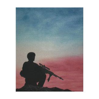 日没の山頂のキャンバスのプリントの兵士 キャンバスプリント