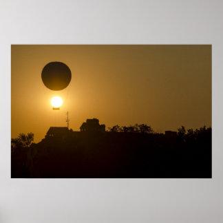日没の気球 ポスター