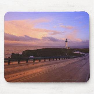 日没の海岸に沿う道及び灯台 マウスパッド