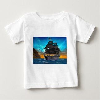 日没の海賊船 ベビーTシャツ