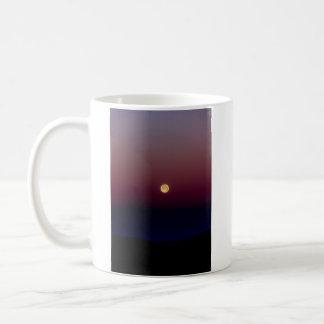 日没の満月のコーヒー・マグ コーヒーマグカップ