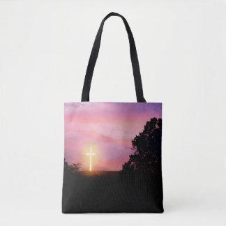 日没の白熱[赤熱]光を放つな十字のシルエットのトートバック トートバッグ