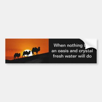 日没の砂漠のラクダ バンパーステッカー