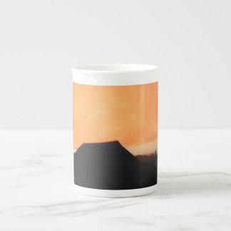 日没の納屋の専門のマグ ボーンチャイナカップ