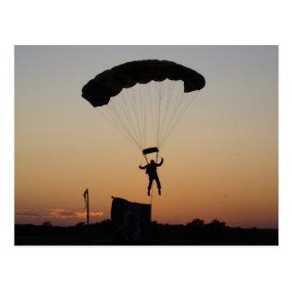 日没の郵便はがきのSkydiverのパラシュート ポストカード