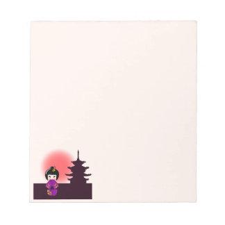 日没の間の寺院の日本のなkokeshiの人形 ノートパッド