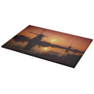 日没の風車、Kinderdijkのオランダ カッティングボード