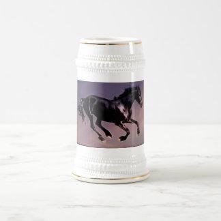 日没の馬のダンス ビールジョッキ