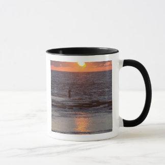 日没のByblos、レバノンの漁師 マグカップ