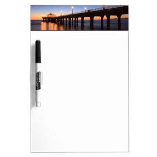 日没のManhattan Beach桟橋、カリフォルニア ホワイトボード