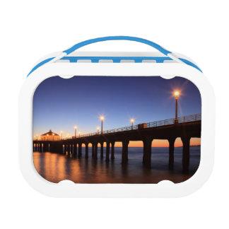 日没のManhattan Beach桟橋、カリフォルニア ランチボックス