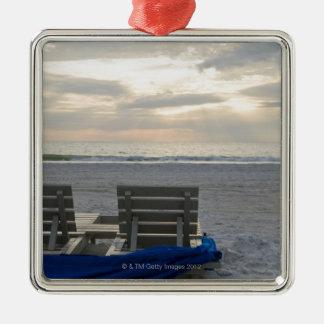 日没のSt.ピートのビーチのビーチチェア メタルオーナメント