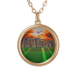 日没のStonehengeの永続的な石 ゴールドプレートネックレス