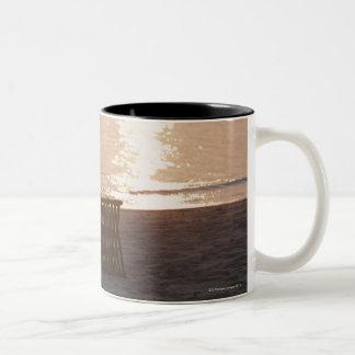 日没2の砂浜 ツートーンマグカップ