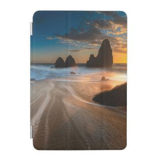 日没 の北カリフォルニアの海岸線 iPad MINIカバー