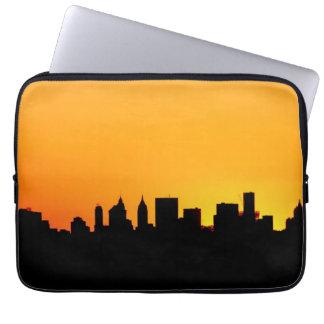 日没、マンハッタンのニューヨークシティのスカイライン ラップトップスリーブ