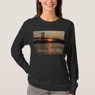 """""""日没"""" AstoriaのNYの女性のTシャツのRFK橋 Tシャツ"""