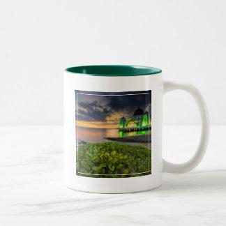 日没| Masjid Selatの間のMelaka ツートーンマグカップ