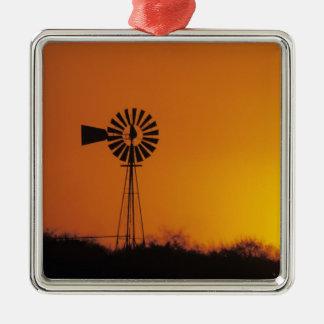 日没、Sinton、テキサス州、米国の風車 メタルオーナメント