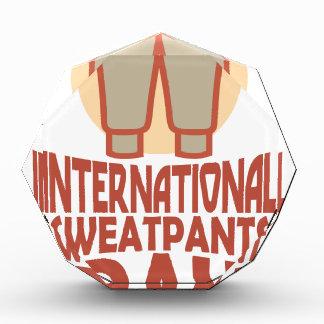 日1月21日- Sweatpants国際的な 表彰盾