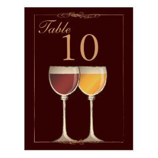 旧世界の赤い及び白ワインのガラステーブル数カード ポストカード