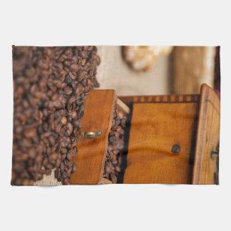 旧式なコーヒー大箱か粉砕機 キッチンタオル