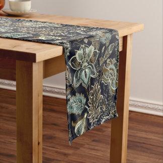 旧式なペイズリーによっては黒い背景パターンが開花します ショートテーブルランナー