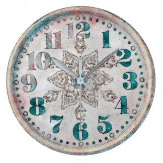 旧式なヴィンテージの古くかわいらしい時計 ラージ壁時計