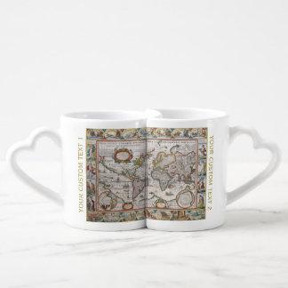 旧式な世界地図のカップルのマグ ペアカップ