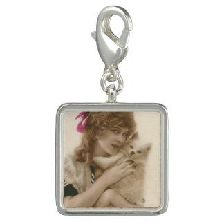 旧式な写真ビクトリアンな女性および犬 チャーム
