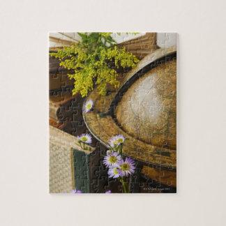 旧式な地球および本が付いている花 ジグソーパズル