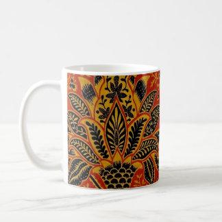旧式な織物のカーペットの赤い壁紙パターン コーヒーマグカップ