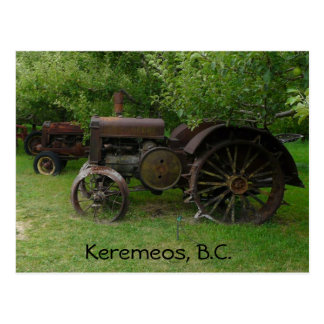 旧式な金属の車輪のトラクター ポストカード