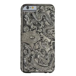 旧式な銀製のドラゴンのiPhone6ケース Barely There iPhone 6 ケース