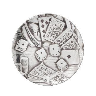 旧式な銀製の賭博のポーカーカードのサイコロのヴィンテージ 磁器プレート