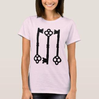 旧式な鍵のかわいいゴシック様式 Tシャツ