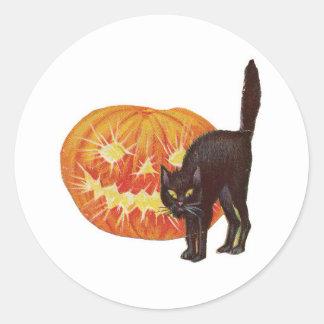 旧式のハロウィン黒猫及びハロウィーンのカボチャのちょうちん ラウンドシール