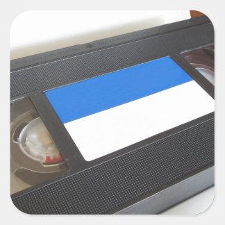 旧式のビデオカセット。 テーブルの古いビデオテープ スクエアシール
