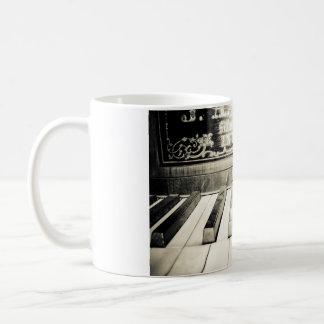 旧式のマグ コーヒーマグカップ