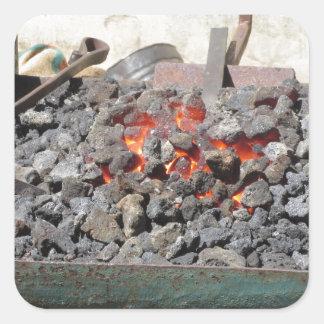 旧式の鍛治屋の炉。 非常に熱い石炭 スクエアシール