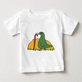 早い鳥はみみず2をつかまえます ベビーTシャツ