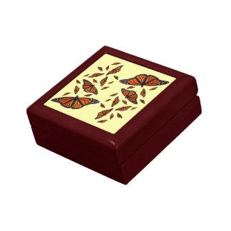 (昆虫)オオカバマダラ、モナークのメドレーのギフト用の箱(浅い黄色) ギフトボックス