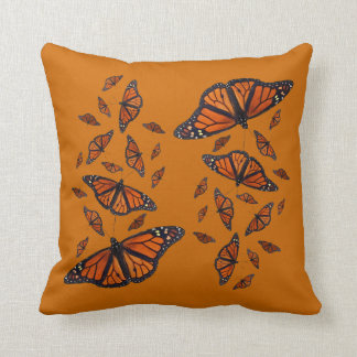 (昆虫)オオカバマダラ、モナークのメドレーの枕(オレンジ) クッション