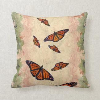 (昆虫)オオカバマダラ、モナークの庭の枕 クッション