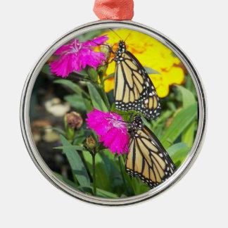 (昆虫)オオカバマダラ、モナークは#2優れた円形のオーナメントを結び付けます メタルオーナメント
