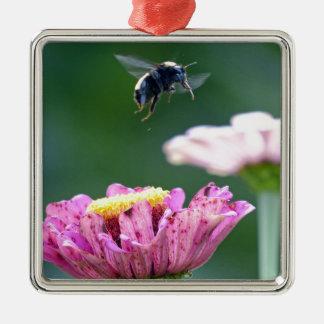 《昆虫》マルハナバチの飛行 シルバーカラー正方形オーナメント