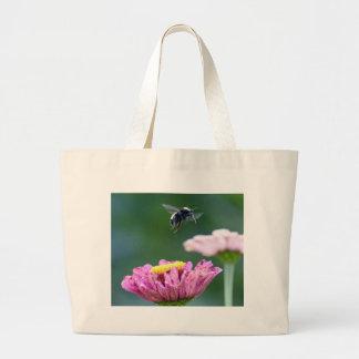 《昆虫》マルハナバチの飛行 ラージトートバッグ